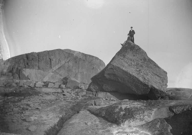 """Enligt text som medföljde bilden: """"Lysekil. Stångehufud Assuan 1897."""" ::"""