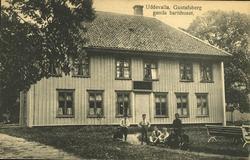 """Tryckt text på vykortets framsida: """"Uddevalla, Gustafsberg."""""""