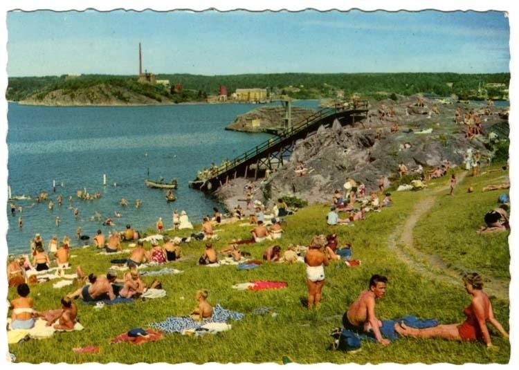 """Tryckt text på vykortets baksida: """"Uddevalla Skeppsviken."""""""