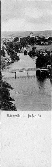 """Tryckt text på vykortets framsida: """"Uddevalla - Bäfve ån""""."""
