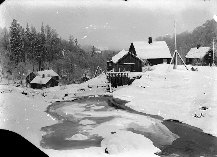 """Enligt fotografens noteringar: """"Gamla Smedbruket Munkedal omkr. 1914 - fotograf S. Sahlberg. Gammal stuga till vänster den...Mycket gammal stuga."""""""