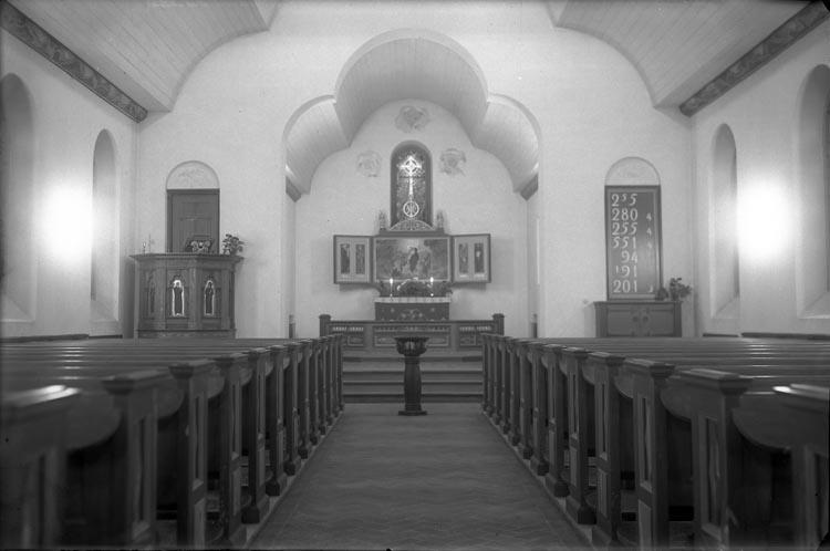 """Enligt fotografens anteckningar: """"1945. Munkedals Kapell""""."""
