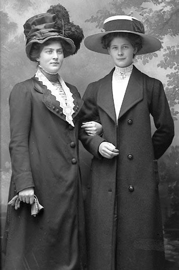 """Enligt fotografens journal Lyckorna 1909-1918: """"Johansson, Signe Sveaborg Lyckorna""""."""