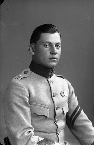 """Enligt fotografens journal nr 3 1916-1917: """"Berntsson, Anders Munkeröd Här""""."""