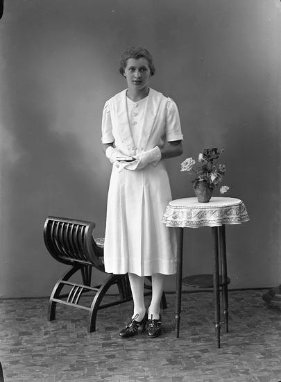 "Enligt fotografens journal nr 6 1930-1943: ""Olofsson, Eivor""."