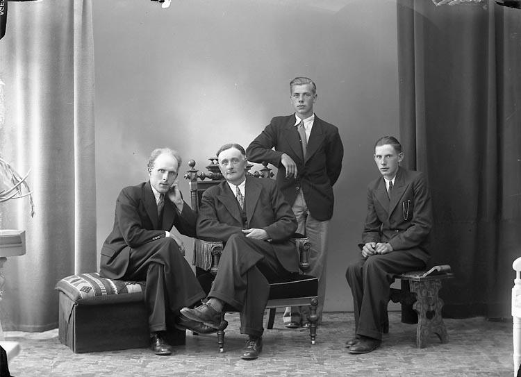 """Enligt fotografens journal nr 6 1930-1943: """"Magnusson, Herr Josef Myggenäs Här""""."""