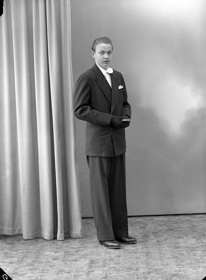 "Enligt fotografens journal nr 8 1951-1957: ""Ström, Jan-Olof Stenungsund""."