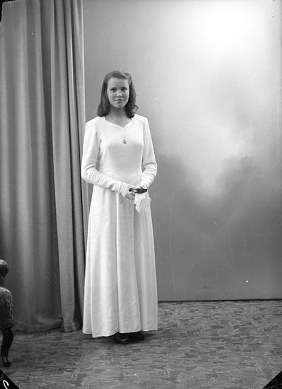 "Enligt fotografens journal nr 7 1944-1950: ""Alfredsson, Gerd Ödsmål""."