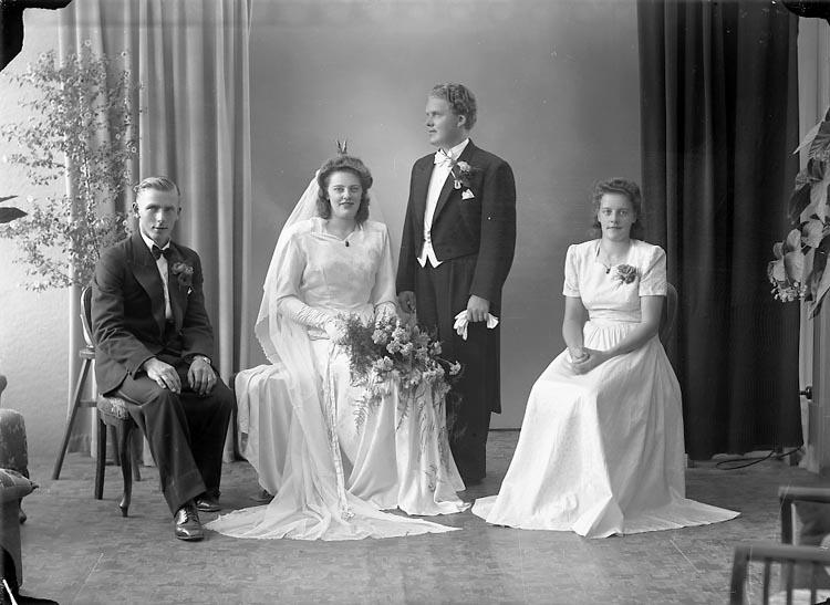 """Enligt fotografens journal nr 7 1944-1950: """"Josefsson, Herr Arvid Haga Nyg. 28 Gbg""""."""
