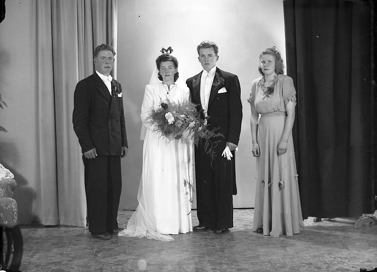 """Enligt fotografens journal nr 7 1944-1950: """"Albertsson, Herr Arvid Bautastensg. 7 Gbg""""."""