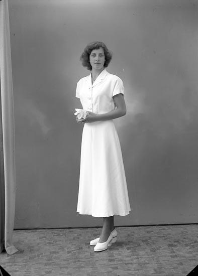 "Enligt fotografens journal nr 7 1944-1950: ""Westborg, Fr. Ingegerd Stenungsund""."