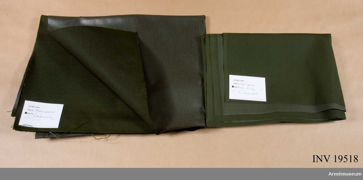 Provbitar av diverse textila material.  M 1016 - 226222 Flanell 80 grön F2,  M 1016 - 226322  Flanell 80 F3  M 1016 - 226276  Flanell 150 grön F2  F 001 -000092  Kypert (stridsdräkt)  MID 16 - 265115  Varpsatin 115 grön  F 0001 - 000071  Varpsatin kam  F2 F 001 - 000173   Väv 150 olg värmeställ  M 1016 - 50637  Ripsdiagonal 150 grgr  M 1016 - 506476 Ripsdiagonal 150 grön töj  F 0001 - 000076 Fodertwills grb  M 1016 - 216435 Domestik 146 Blå  M 1016 - 216427 Domestik 80 blå  M 1016 - 266180 Kypert 80 blå  M 1016 - 506576 Ripsdiagonal beige  M 1016 - 902748 Poplin c/pes 115 grgr  M 1016 - 902729 Poplin co/pes gogrön  M 1016 - 256080 Twills 80 blå  F 0001 - 000144 Tropikväv  M 1016 - 902129 Poplin pos   90be  M 1016 - 506376 Ripsdiagonal 150 grön  M 1016 - 299140 Kambrik 140 olgr  F 0001 - 000075 Poplin blå spri  M 1016 - 902429 Poplin co/pes 90 vit  M 1016 - 906076 Varpsatin vit  M 1016 - 904129 Poplin co/pes 90blg  M 0001 - 000083 Poplin 150 beige F3  M 1016 - 252150 Smärting 150 grön  M 1016 - 253690 Smärting 90 olgr  F 0001 - 000083 Poplin 150 beige F3  F 0001 - 000085 Poplin 90 vit  M 1016 - 238150 Vindpoplin 150 grön  M 1016 - 239150 Vindpoplin 150 vit  M 1016 - 681000 Polymidpäls (mössbräm)  M 1016 - 252100 Smärting 100 grön  M 1016 - 312103 Tältväv Lin 103 olg  M 1016 - 681001 Polyamidpäls  F 0001 - 000079 Corduraväv  M 1016 - 266476 Kypert  M 1016 - 906076 Varpsatin vit  M 1016 - 901548 Varpsatin co/pes 115 blå  M 1016 - 901148 Varpsatin 115 grön  F 0001 - 000127 Varpsatin 150 grön F2  M 1016 - 511150 Kläde 150 blå  M 1016 - 522150 Kommiss 150stg  M 1016 - 126072 Kläde 145 ljusblå  M 1016 - 123072 Kläde 145 röd  M 1016 - 520076 Kommiss 150 ljusblå  M 1016 - 123572 Kläde 145 orange  M 1016 - 521150 Kommiss grbrgr