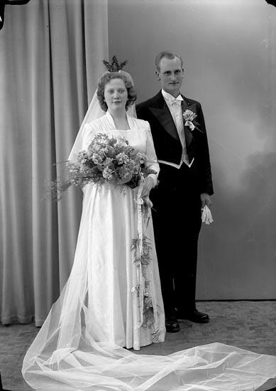 "Enligt fotografens journal nr 8 1951-1957: ""Carlsson, Herr Leif Hällesdalen, Svenshögen""."