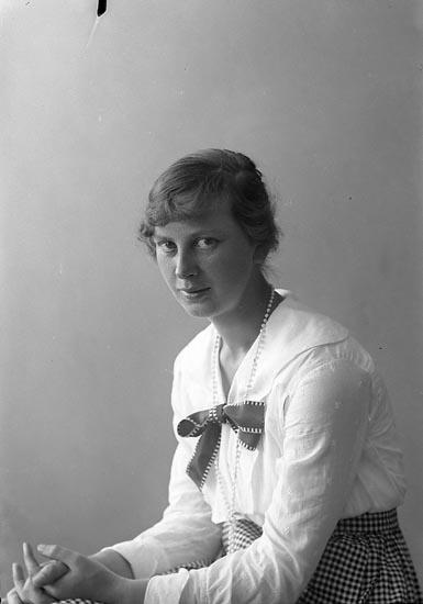 """Enligt fotografens journal nr 4 1918-1922: """"Gyllenspets, Fr. Ödsmål""""."""