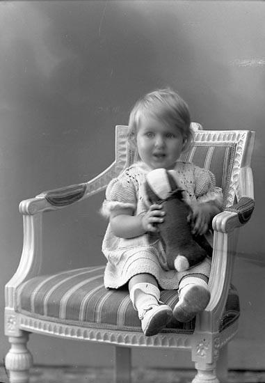 """Enligt fotografens journal nr 6 1930-1943: """"Törnqvist, Gerd Göteborg""""."""