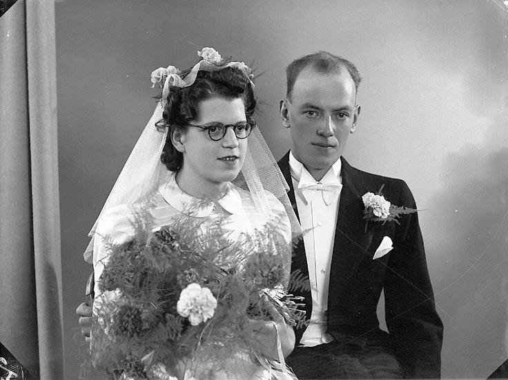 """Enligt fotograrens journal nr 6 1930-1943: """"Johansson, Carl Handl. Eklandag. 60 A Gbg""""."""