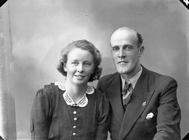 "Enligt fotografens journal nr 6 1930-1943: ""Olofsson, Herr Bengt Tolleby Fagerfjäll""."