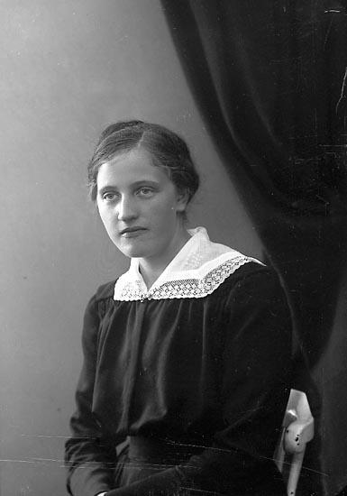 """Enligt fotografens journal nr 4 1919-1922: """"Hilmersson, Margareta Santoriet, Svenshögen""""."""