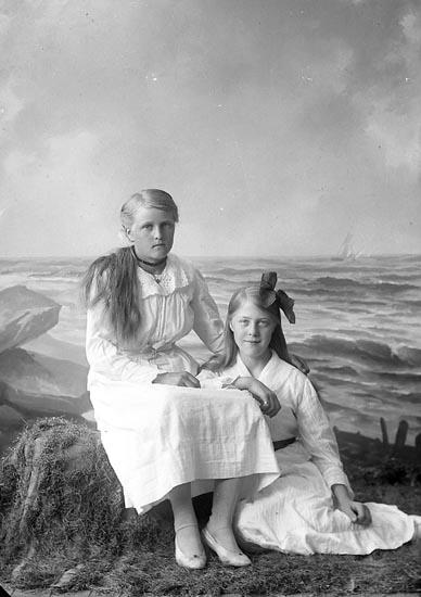 """Enligt fotografens journal nr 4 1918-1922: """"Hermansson, Signe Groland, Spekeröd""""."""