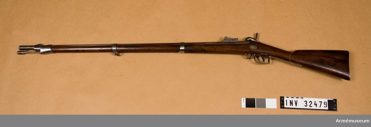 Grupp E II.  Låset är att bakvänt kedjelås.  Samhörande nr 32479-80, gevär, bajonett.
