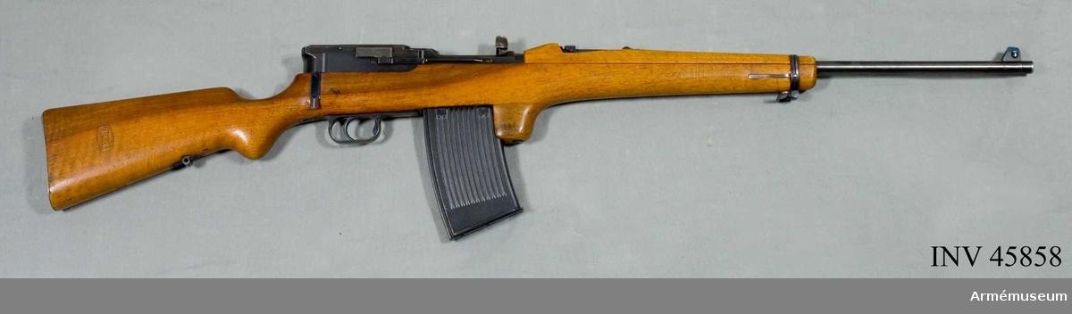 Grupp E IV.  Halvautomatgevär, Tyskland. Mauser. 1917