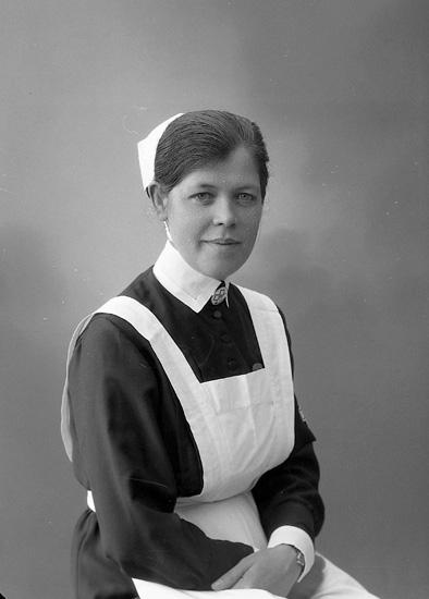 """Enligt fotografens journal nr 6 1930-1943: """"Hansson, Syster Irma, Sanatoriet, Svenshögen""""."""