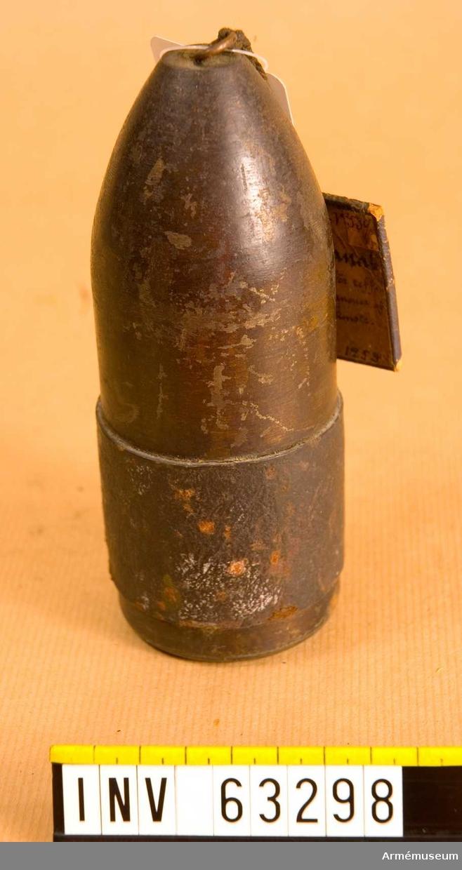 Grupp F II.  2 tums (6 cm) granat med lädergördel, avsedd för räfflad bakladdningsfältkanon av kommendörkapten Engströms konstruktion. Patent 1860.