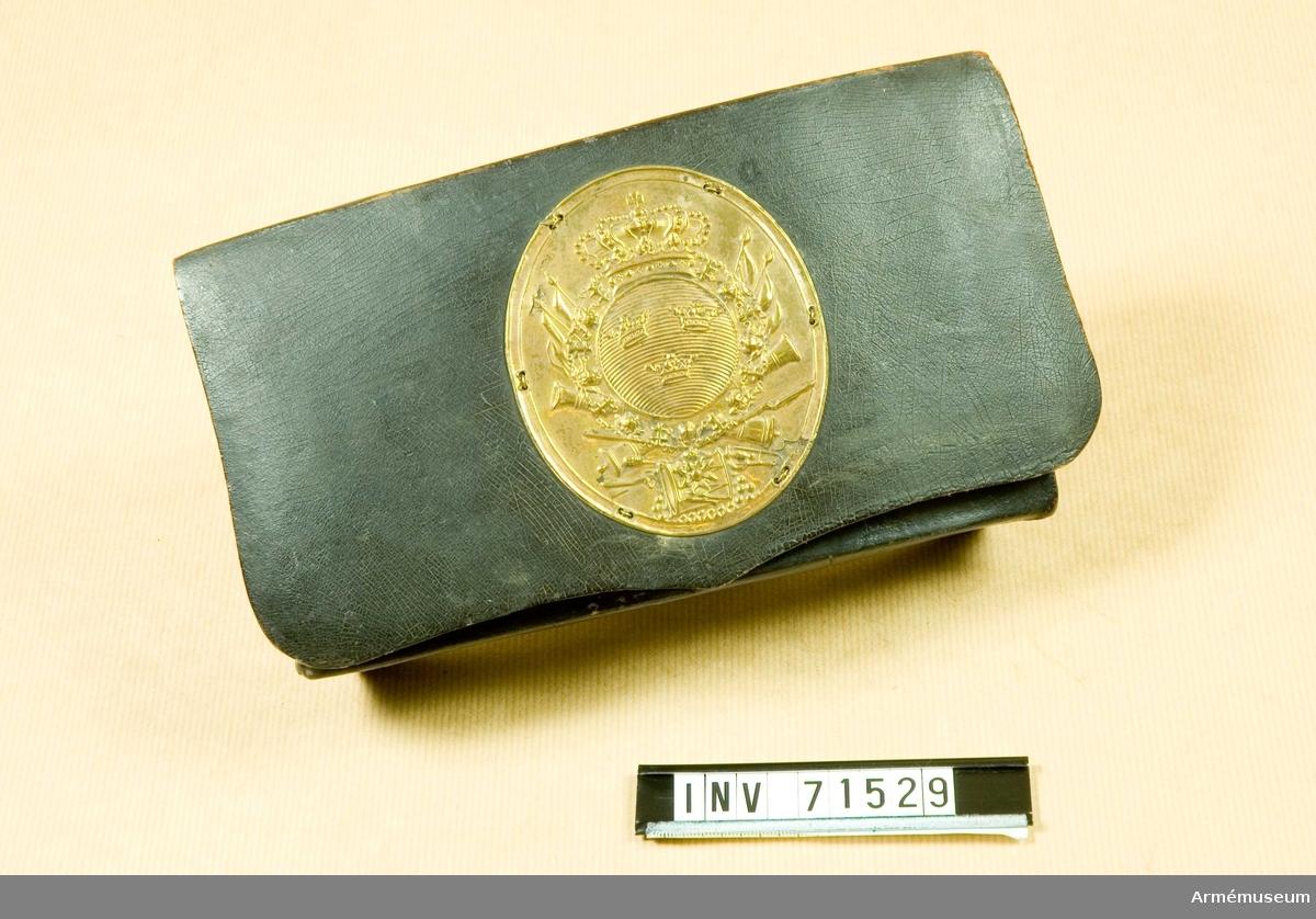 Grupp C:II. Kartuschväskan är tillverkad av bleckplåt överdraget med läder.
