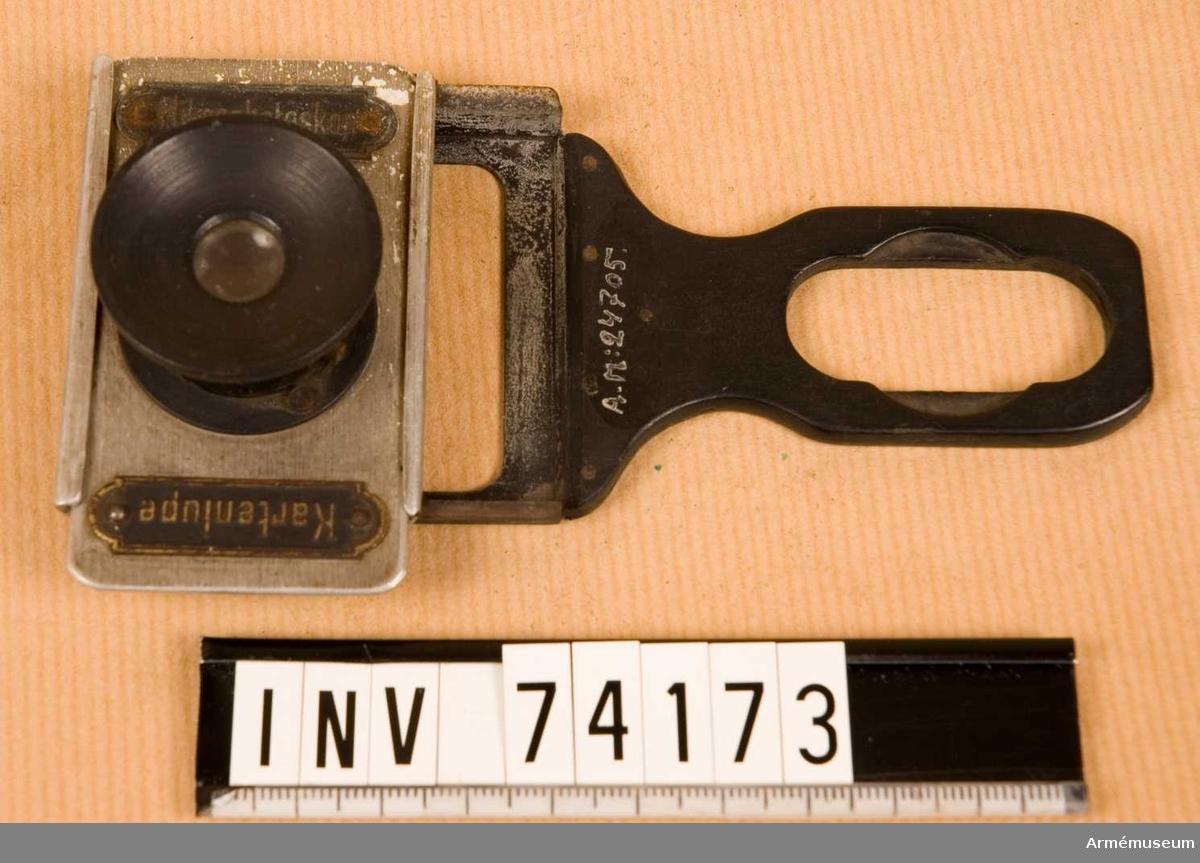 """Grupp F III.   Märkt: """"Mikrophotoskop"""" och """"Kartenlupe"""""""