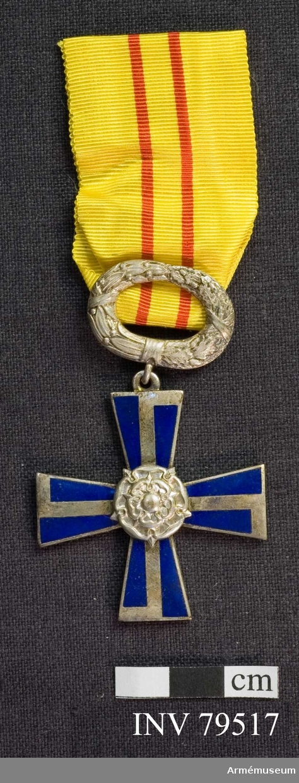 Ordenskors med årtalet 1941, Krans med lager och eklöv Band, gult med röda ränder.  För riddare,civil, IV.klass, av finska frihetskorset.