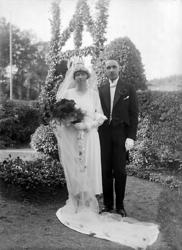 """Enligt noteringar: """"31 juli 1929. Brudparet Gösta Hugo Ramst"""