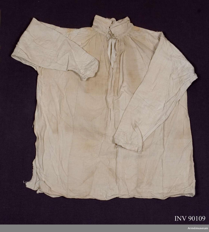 Grupp C I. Ur uniform 1765-79 för manskap vid Södermanlands regemente. Denna består av: rock, väst, byxa, mössa, skor, halsduk, strumpor, patronkök, bandolärrem, livgehäng, skjorta.