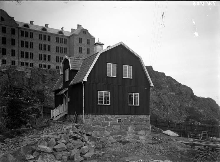 """Enligt tidigare noteringar: """"Villa söder om bohusläns regemente."""""""