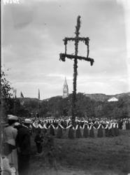 Midsommarfirande i Grebbestad under början av 1900-talet