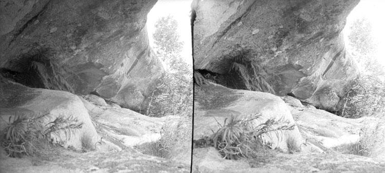(Stereo karta VI) Isränna, Bojarkilen, utsågad av inlandsisen under stora nedisningen.  9 Juli 1905.