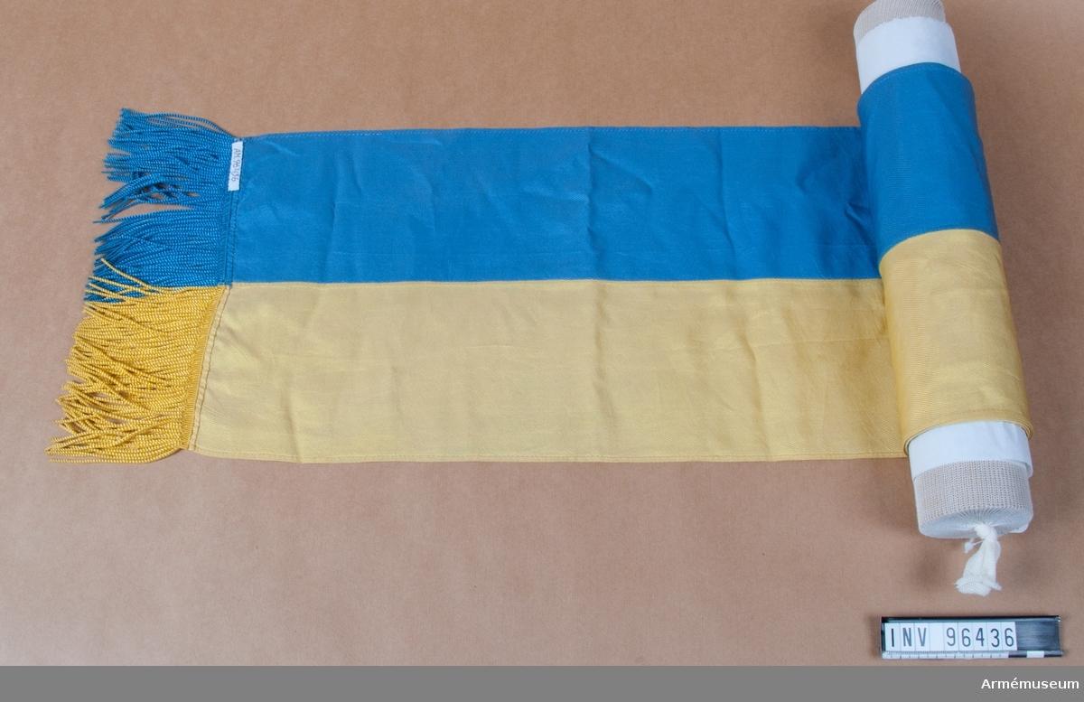 Kravatt av blå-gul fansiden tillhörande Blekinge flygflottiljs förbandsfana