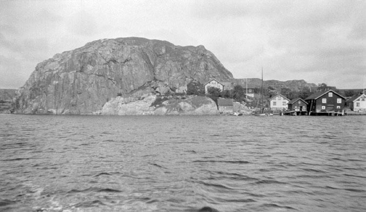 Enligt senare noteringar: Hamburgsund, Slottet från båten. 21 Augusti 1922.