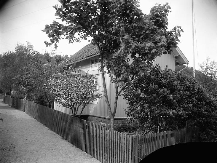 """Enligt tidigare notering: """"Timanstorpet. Viktor Johanssons hus, Uddevalla."""""""