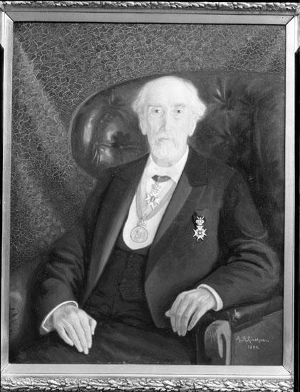 """Uppgift enligt fotografen: """"Uddevalla. Tavla. Porträtt av William F. Thorburn. Sign. A.R. Lund....."""""""