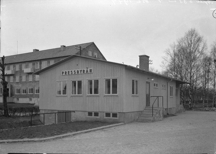 """Uppgift enligt fotografen: """"Uddevalla. Svenska Pressbyrån."""""""
