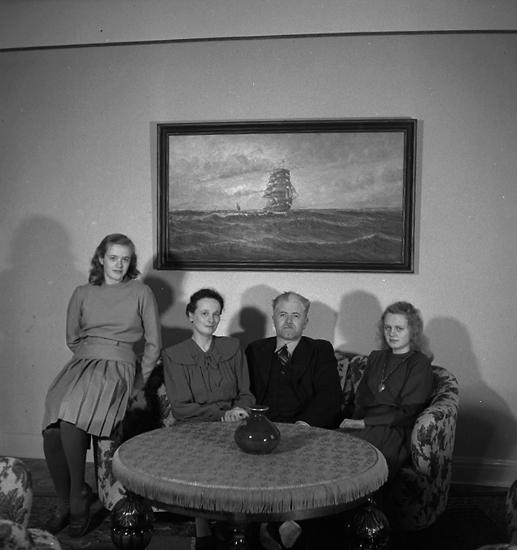 """Text till bilden: """"Hos H. Kristensson, Kungsgatan 14. 1947.02.24""""."""