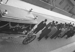 """Text till bilden: """"Axel Johanssons begravning. 1952.04.19"""""""