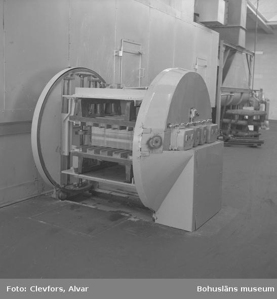 """Text till bilden: """"Plåtmanufaktur. Vändmaskin. 1953.04.21""""           i"""