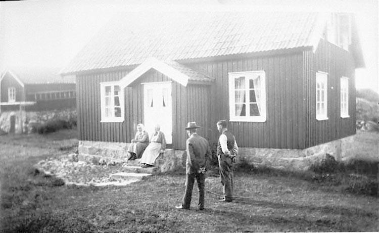 """Noteringar gjorda på negativets pappersficka: """"David, Johan 1932""""."""