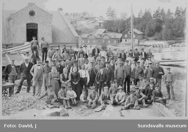 Arbetare vid Matfors träsliperi år 1900.