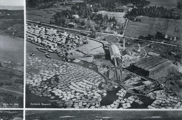 Flygbild över Karlsviks sågverk. Del av vykort.