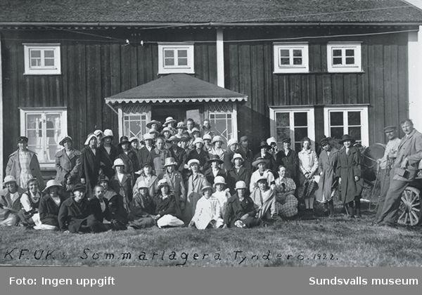 Sommarläger KFUK 1922 i Tynderö.(KFUK står för Kristliga föreningen för unga kvinnor)