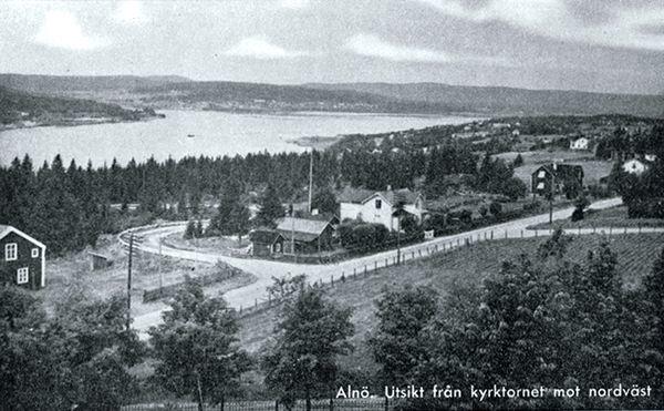 Utsikt från kyrktornet på Alnö mot nordväst. Vykort.
