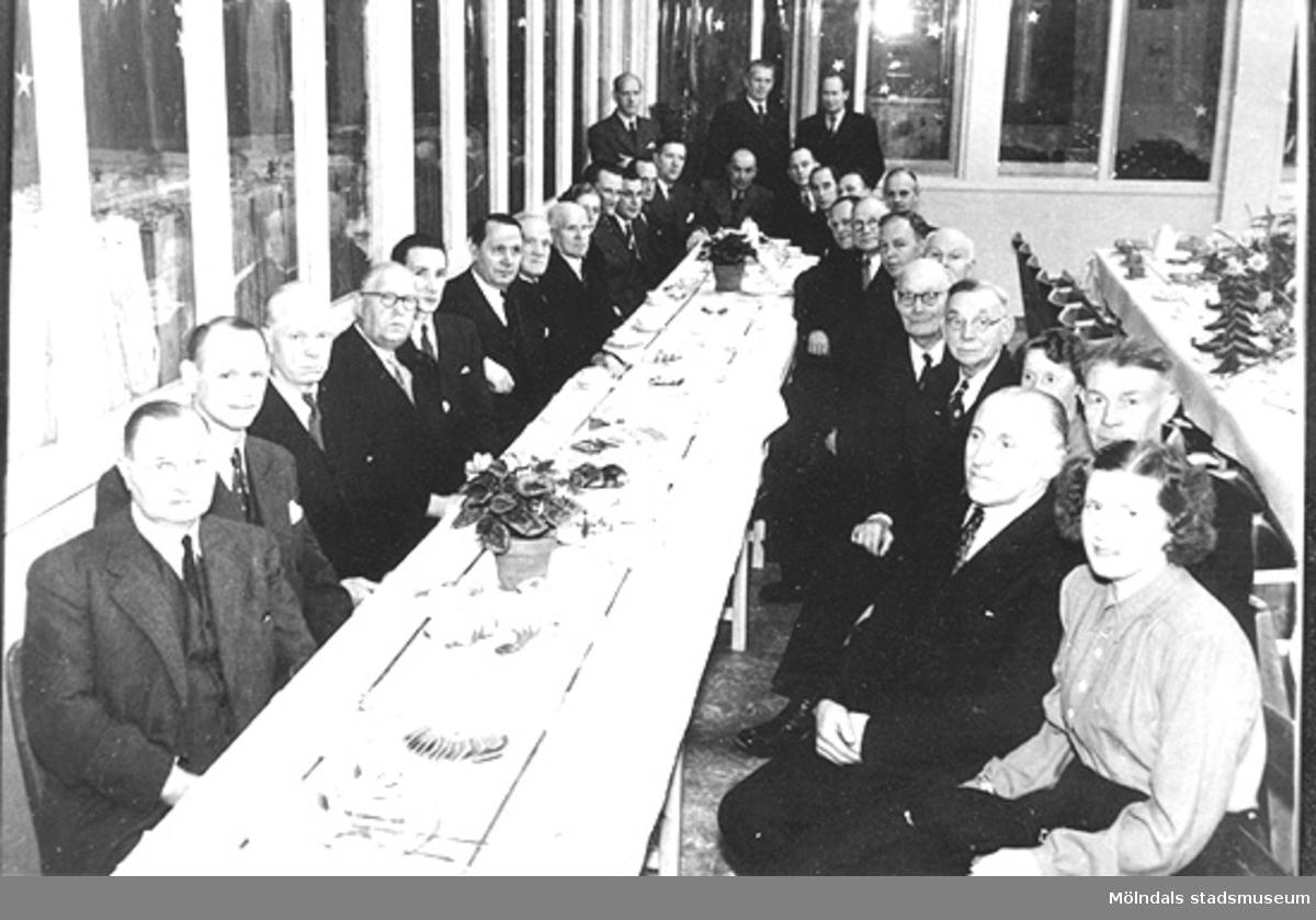 Anderstorps fabriker på 1950-talet. Luciakaffe med inbjudna pensionärer på färgeriet.