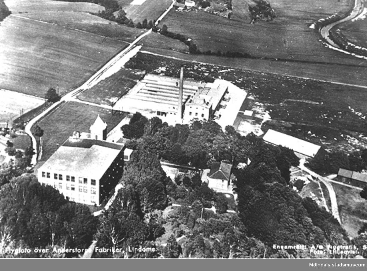 Flygfoto över Anderstorps fabriker i Lindome (färgeriet och spinneriet).